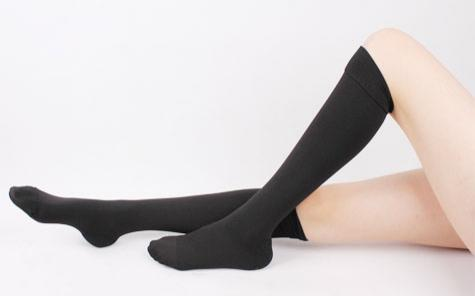 wearing-support-socks-helps-with-water-retention