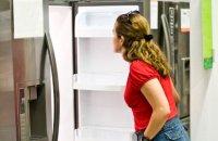 woman-shopping-for-fridge
