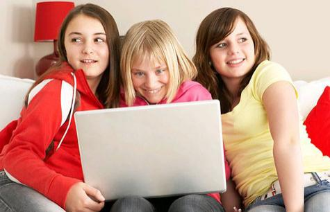 203819-girls-on-laptop