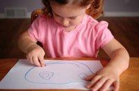 little-girl-drawing