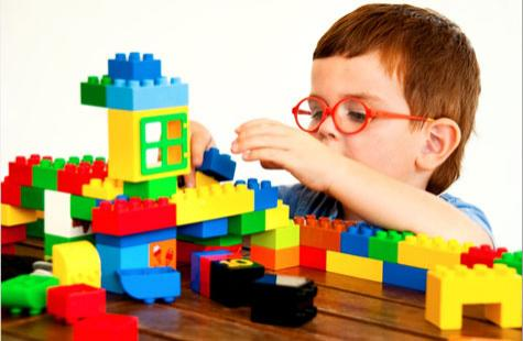 child-playing-with-lego