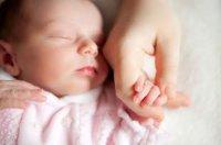 baby-holding-hand