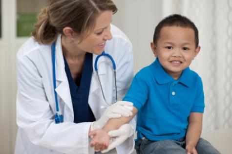 child_with_doctor
