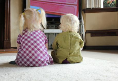 kids_watching_tv
