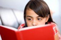 dark_haired_girl_reading