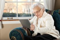 elderly_woman_with_tablet