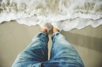 feet-at-waves-beach