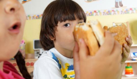 kids_eating_hamburgers