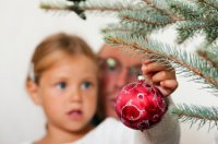 give_children_narrative_-_christmas_-_bauble