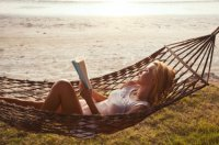 woman_reading_book_holidays