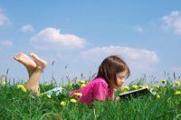 girl_reading_outdoors