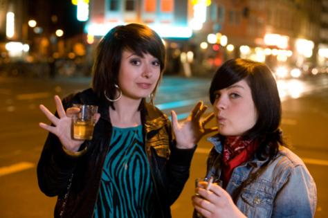 young-women-drinking