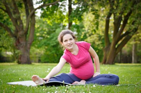 pregnant-mum-outdoors