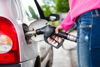 woman-car-fuel