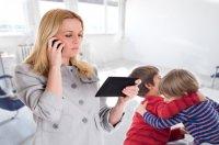 busy-mum-kids-fighting