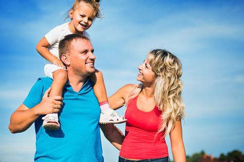 mum-dad-kid-outdoors
