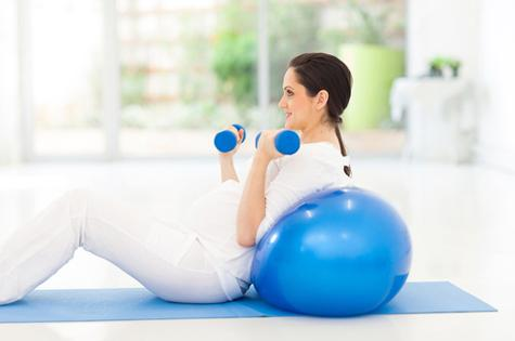 mop-pregnant-woman-exercising