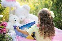 Raise a reader - motherpedia - cover